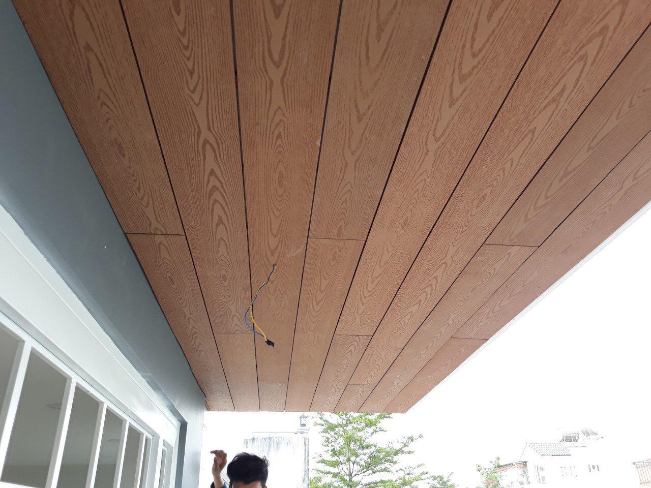 Sàn gỗ nhựa ngoài trời  ốp trần